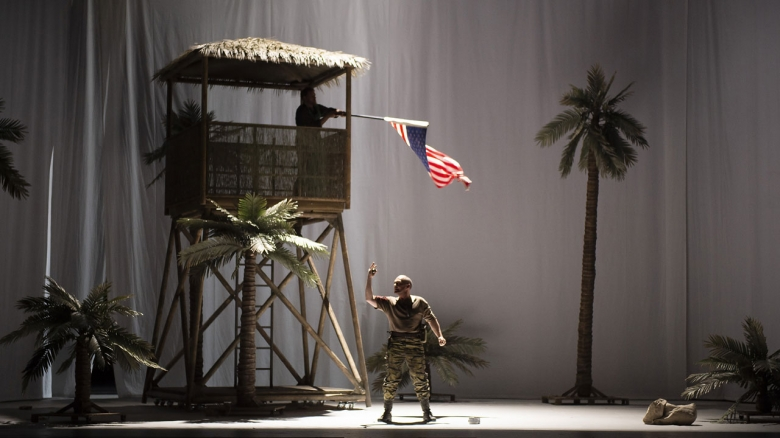 Anatolii Suprun (Military doctor, waving a flag) & Christopher Maltman (Don Carlo)