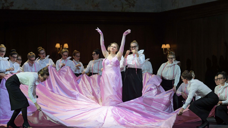 Kateryna Kasper (Lady Harriet/Martha) & chorus
