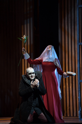 Christopher Maltman (Rigoletto) with an idealised Gilda