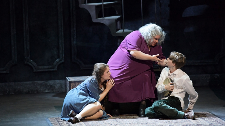 <em>(The Medium)</em>: Louise Alder (Monica), Meredith Arwady (Madame Flora) & Marek Löcker (Toby)